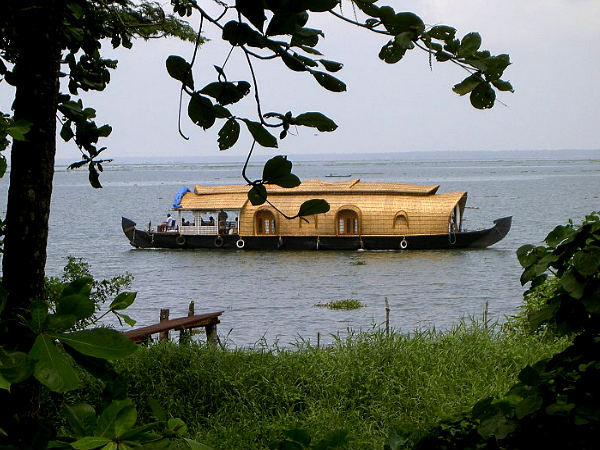 Kerala Backwaters and Houseboats – A Magical Journey!