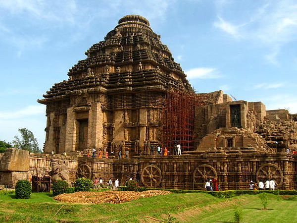 How to Reach the Konark Sun Temple