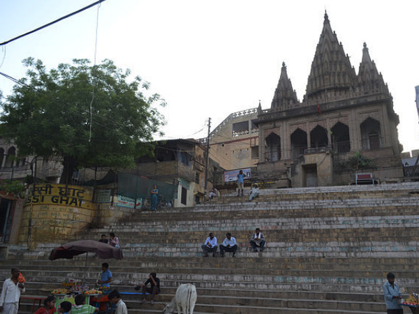 Also Read: Travel To The 6 Holy Ghats Of Varanasi