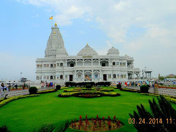 Travel to the 6 Famous Temples of Uttar Pradesh