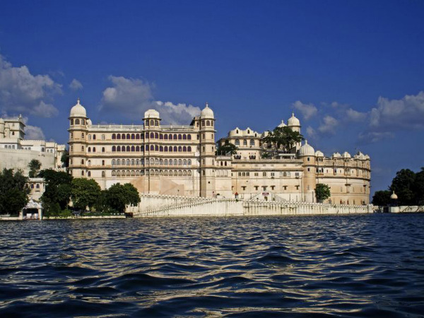 10 Splendid Water Facing Hotels in India