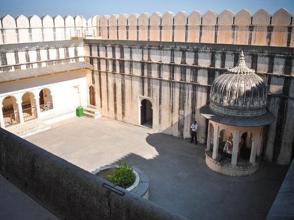 Badal Mahal Inside the Fort
