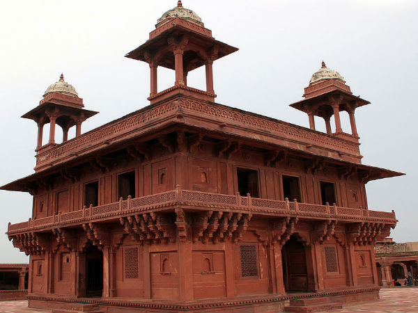 Mughal stronghold the red fort in agra nativeplanet for Diwan e khas agra fort
