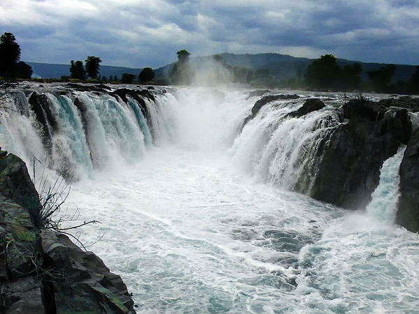 Top 15 Waterfalls in Tamil Nadu