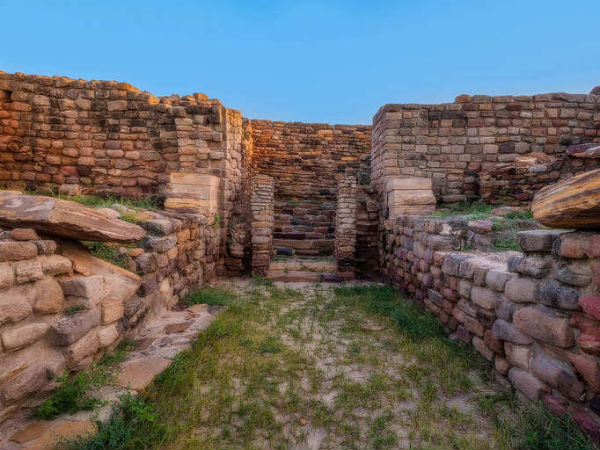 Dholavira: Enter The World of Harappan Civilization