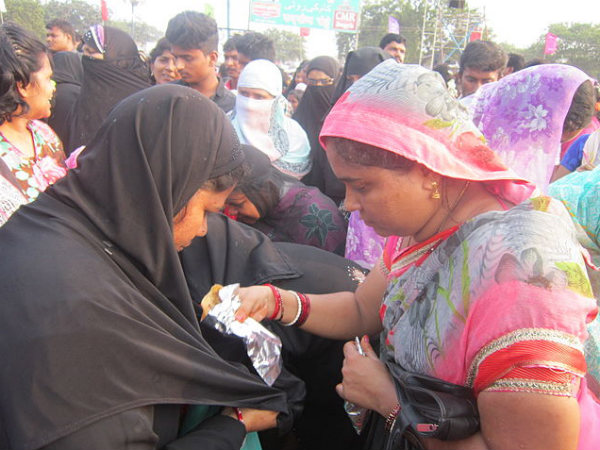 What is this Roti Festival at Bara Shaheed Dargah?