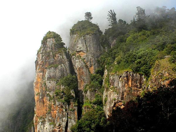 Visit the Tall Pillar Rocks at Kodaikanal!