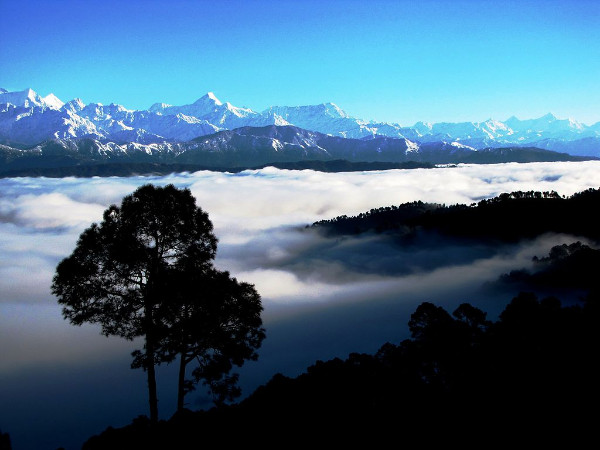 Reaching Out to Himalayas: A Photo Tour of Kausani!