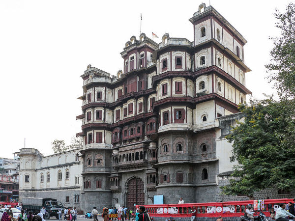 /travel-guide/palace-in-madhya-pradesh-002830.html