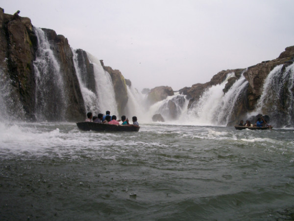 A Mesmerising Photo-Tour: 12 Top Waterfalls in South India
