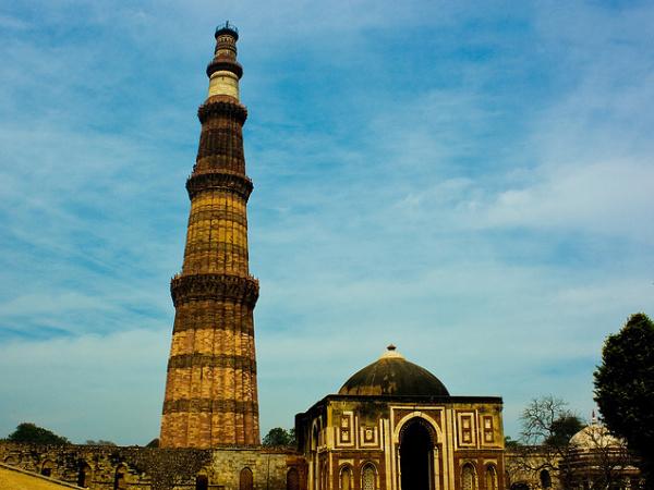 Line Drawing Of Qutub Minar : Tourist sites near delhi metro stations nativeplanet