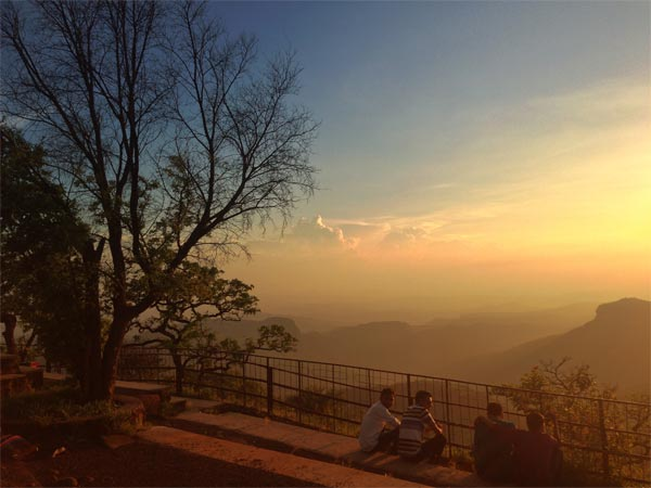 how to reach to satpura national park