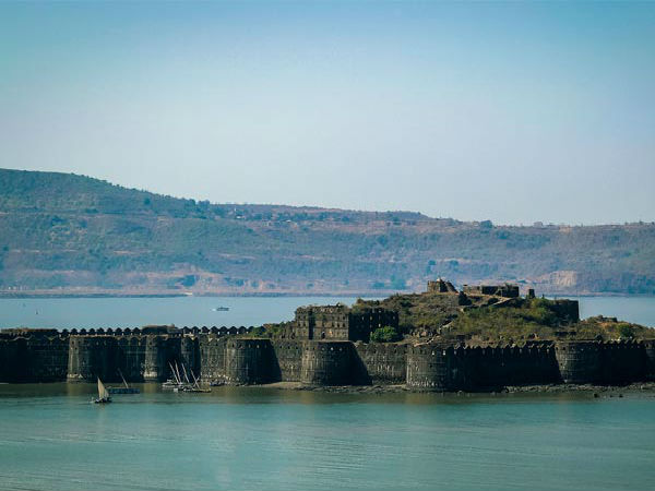 <strong>Read More About Murud-Janjira</strong>