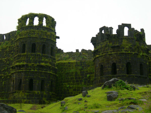 <strong>Read More About Raigad Fort</strong>