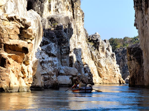2. Boat Ride Through The Marble Rock At Bhedaghat