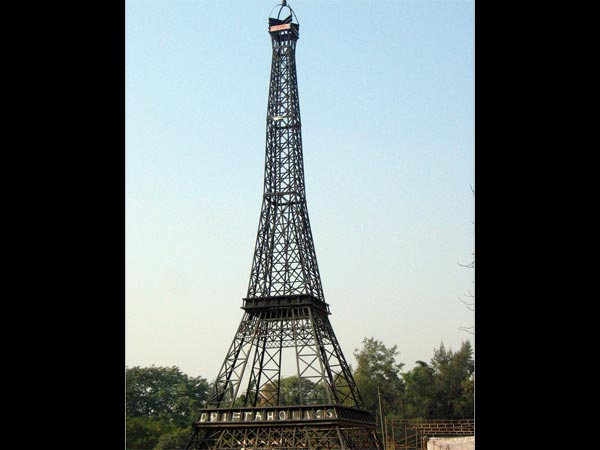 Click A Picture With The Desi Eiffel Tower