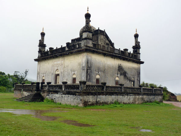 2. Enjoy The Indo-Saracenic Architecture At Gaddige