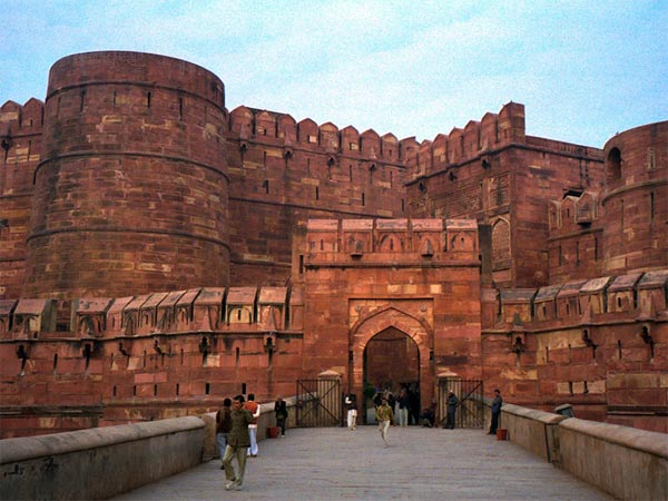 How To Reach Agra Fort