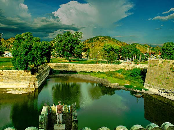 1) Vellore Fort