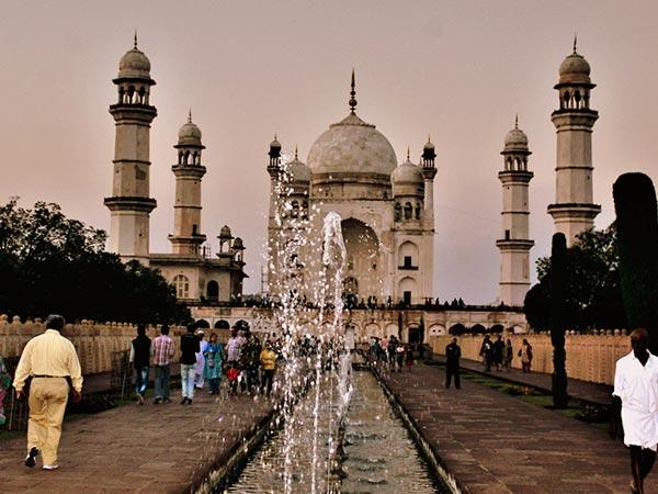 Bibi ka maqbara the stunning replica of taj mahal for Bibi shehar bano history