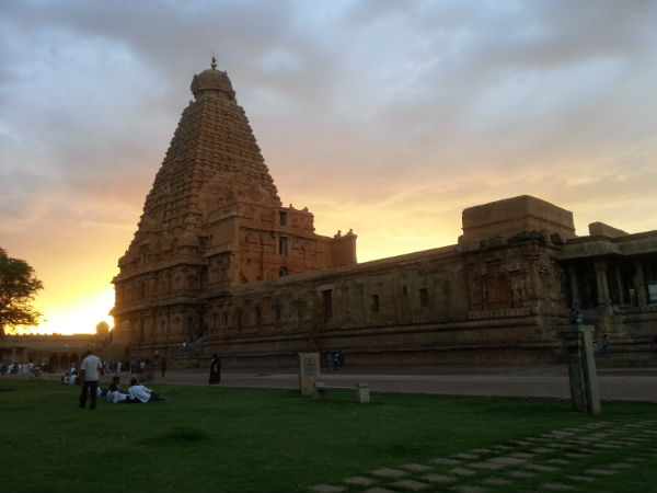 How To Reach Brihadeeswarar Temple