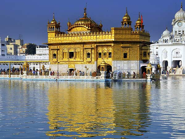 visit to a historical place golden temple