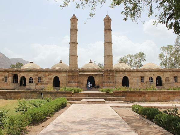 <strong>READ MORE ABOUT CHAMPANER-PAVAGADH </strong>