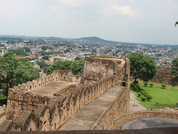 <strong>READ MORE ABOUT JHANSI</strong>