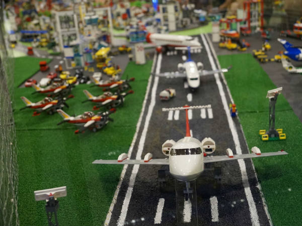 Why People Come To Offer Toy Aeroplanes