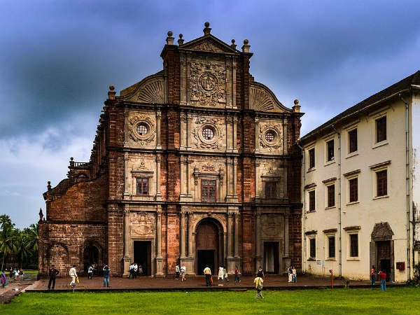 4) The World-famous Basilica Of Bom Jesus Church