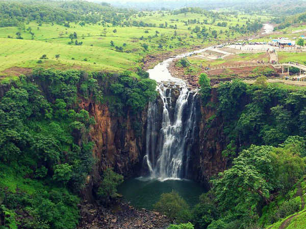 2) Soothe Your Nerves At Patalpani Waterfall