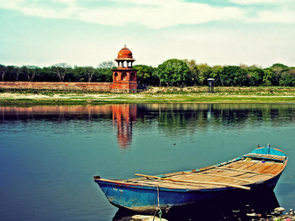 2) Yamuna River At Agra Was Called Blue River