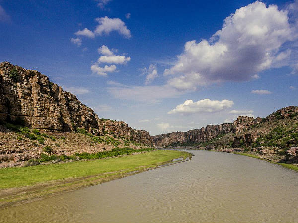 READ MORE ABOUT GANDIKOTA AND BELUM CAVES