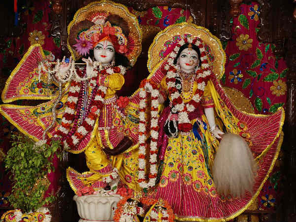 5) Imbibe Divinity At ISKCON Temple