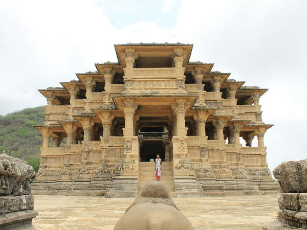 The History And Location Of Navlakha Temple