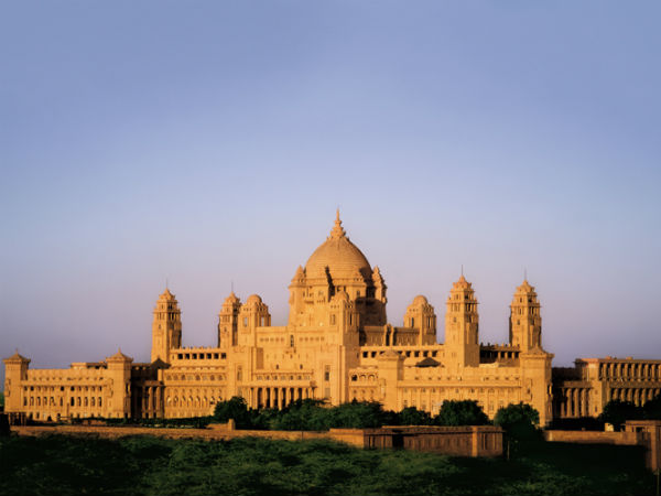 4) Scrutinise The Grandeur Of Its Palaces And Forts