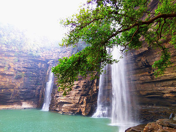 2) Lakhaniya Hills And Waterfalls: