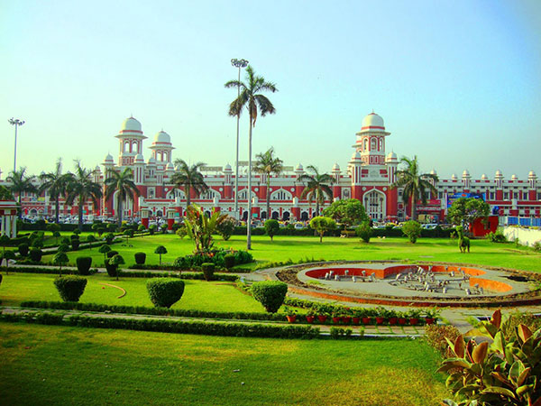 How To Reach Lucknow: