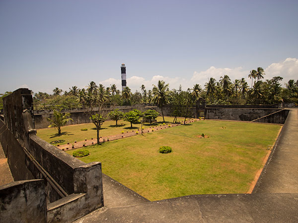 1) Anjengo Fort And Lighthouse, Varkala, Kerala