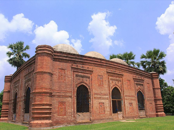 3. Visit ancient mosques in Malda to know your roots