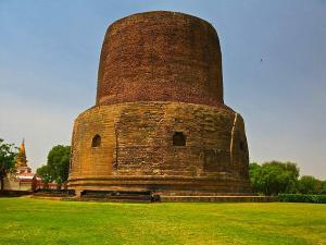 Exploring Dhamek Stupa