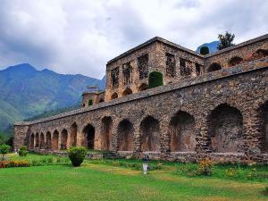 Top 6 Stunning Mughal Gardens Of Kashmir