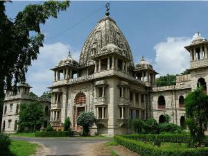 Ahmedabad To Vadodara How About Relishing The Beauty Alongside Vishwamitri River