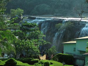 Tirparappu Waterfall In Tamil Nadu With A Beautiful Swimming Pool