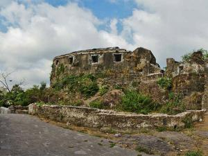 These Ramshackle Forts In Mumbai Speak A Lot About Indian History