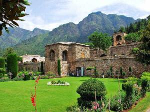 Pari Mahal In Srinagar Take A Stroll Amid Heaven