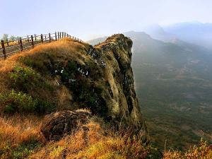 Most Beautiful Forts Visit Raigad Maharashtra