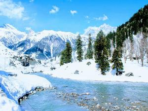 10 Places To Visit In Jammu and Kashmir