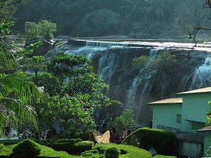 Tirparappu Waterfall In Tamil Nadu With A Beautiful Swimming Pool