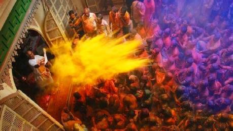 7 Reasons Why One Must Visit Varanasi